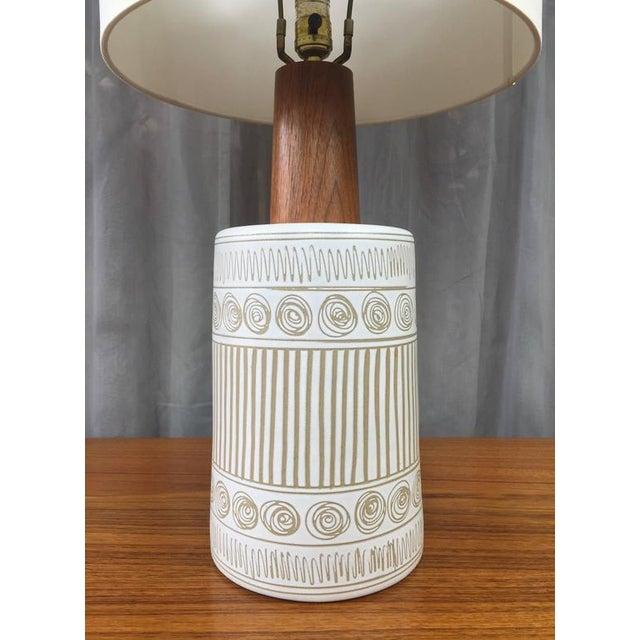Mid-Century Modern Gordon & Jane Martz for Marshall Studios Ceramic & Teak Table Lamp For Sale - Image 3 of 6