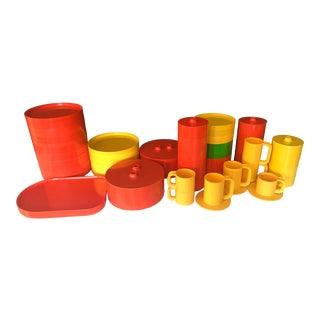 Italian Massimo Vignelli for Heller Melamine Multi-Colors Dinnerware Set - 83 Pieces For Sale