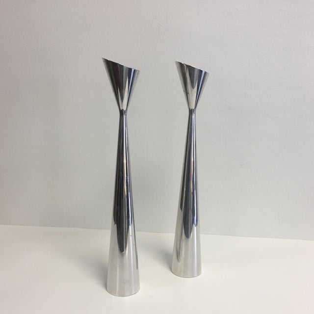 Nambe Studio Pair of Modernist Polished Metal Candlesticks For Sale In Miami - Image 6 of 6