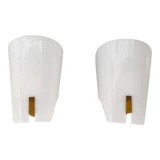 Pair of Wall Lamp by Gino Sarfatti in Brass and Opaline Methacrylate 1950s For Sale