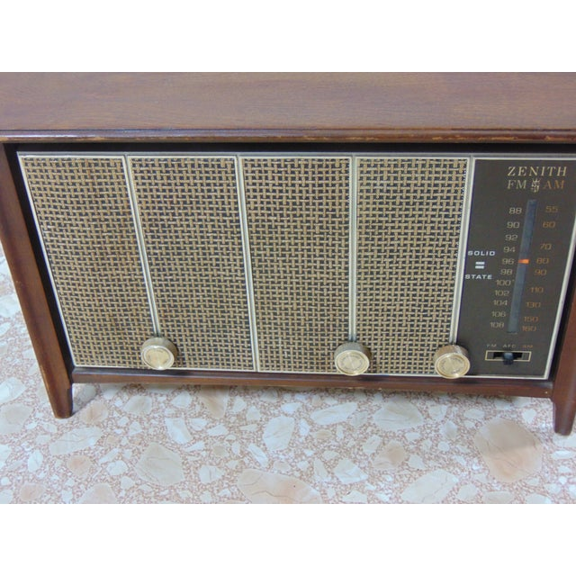 Mid-Century Modern 1930s Vintage Zenith Brown Radio For Sale - Image 3 of 12