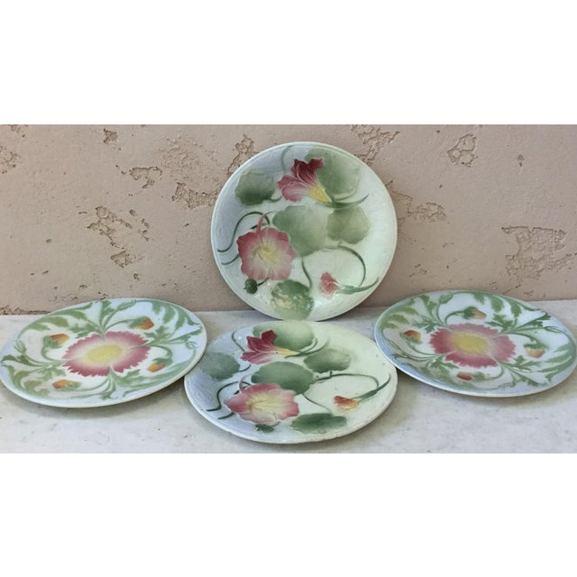 1900 - 1909 1900 French Majolica Daisy Saint Clement Plate For Sale - Image 5 of 6