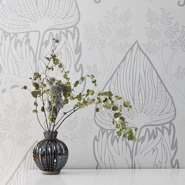 Pattern Repeat: 27″ W x 26″ H Sold Only by the Double Roll (30 ft) 10 yd Pre-trimmed and Ready to Install This wallpaper...