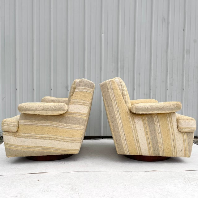 Mid-Century Modern Pair Mid-Century Swivel Lounge Chairs From Craft Associates For Sale - Image 3 of 13