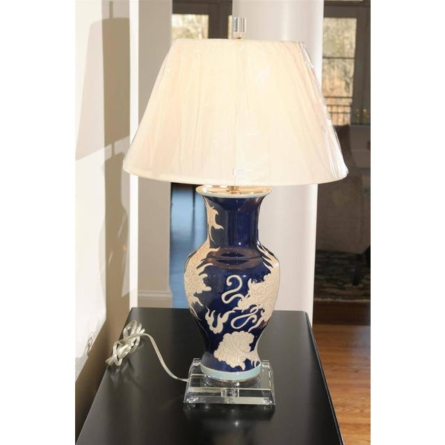 Restored Pair of Dramatic Vintage Dragon Lamps in Cobalt and Cream For Sale - Image 4 of 11