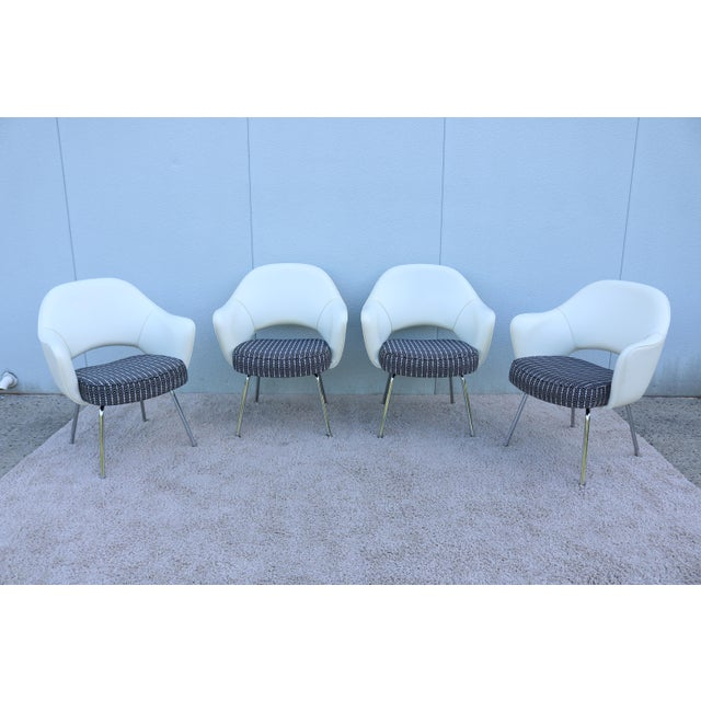 Mid-Century Modern Eero Saarinen for Knoll White Executive Arm Chairs - Set of 4 For Sale - Image 13 of 13