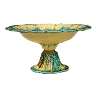 19th Century French Hand-Painted Barbotine Majolica Fruit Bowl With Grapes and Leaves For Sale