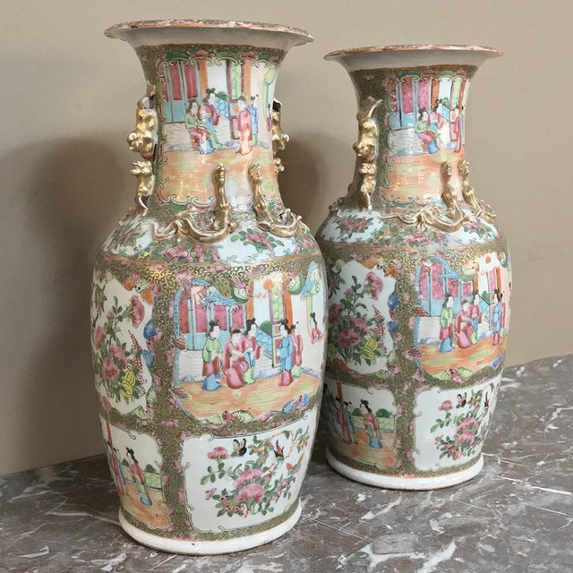 Pair 19th Century Hand-Painted Cantonese Rose Medallion Porcelain Vases For Sale - Image 10 of 13