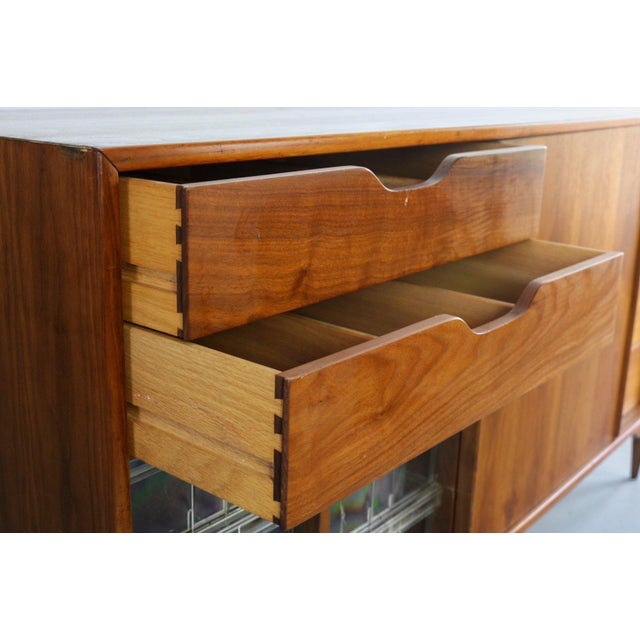 1950s 1950s Mid-Century Modern John Keal for Brown Saltman Low Dresser or Credenza For Sale - Image 5 of 7
