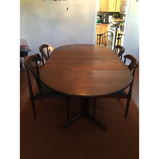 Perfect condition. Dillingham mid-century modern table and chairs inherited from grandfather. Set includes table, two...