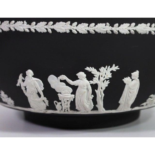 "Neoclassical 1940s Neoclassical Greek Figurative Wedgwood Jasperware Black ""Sacrifice Bowl"" For Sale - Image 3 of 10"