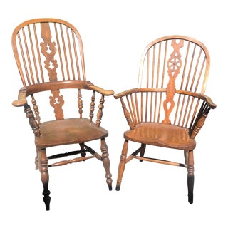 19th Century English Windsor Armchairs With Shaped Splats - A Pair For Sale
