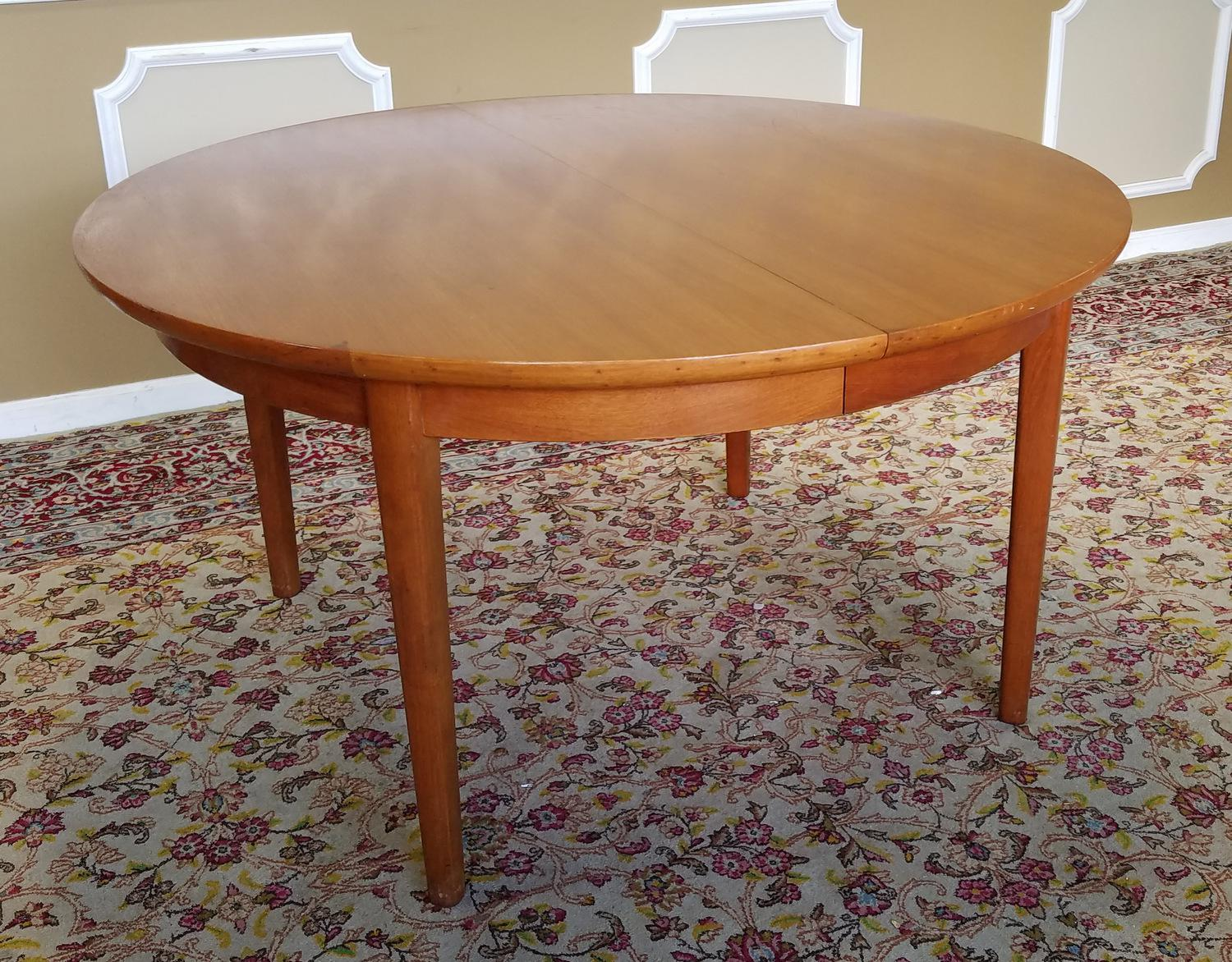 1950s Vintage Dynasty Furniture Danish Modern Style Light Walnut Dining  Room Table U0026 3 Leaves