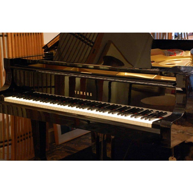 1970s Impeccable Yamaha C7 Concert Grand Piano For Sale - Image 5 of 10