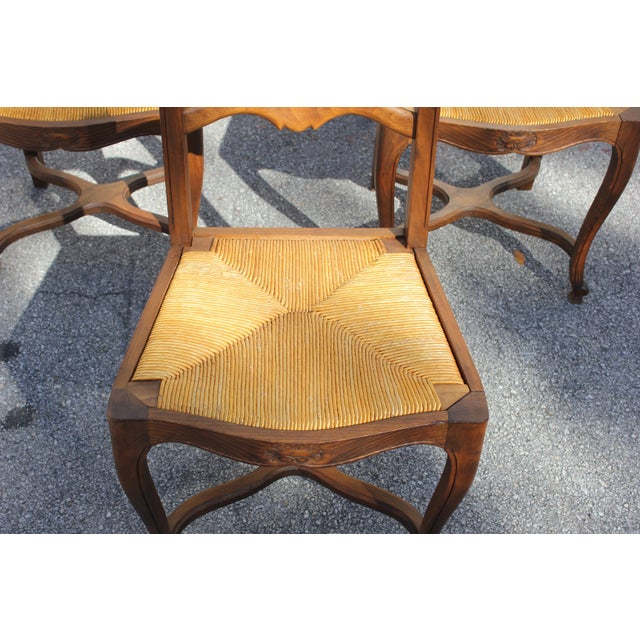 1910s Vintage French Country Rush Seat Solid Walnut Dining Chairs- Set of 6 For Sale - Image 4 of 13