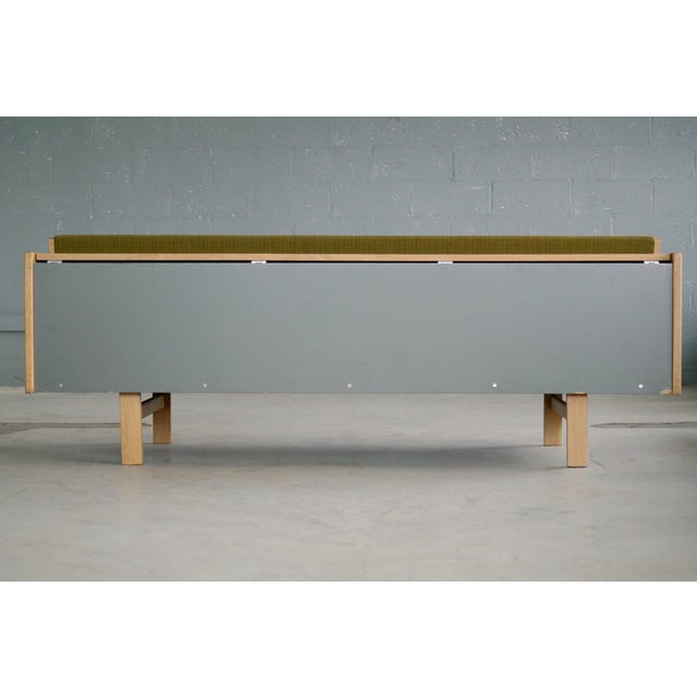 Hans Wegner Daybed Model 258 for Getama Danish Mid-Century For Sale - Image 9 of 10
