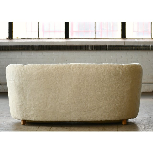 Cream Danish 1940s Curved Banana Shape Sofa in Lambswool in the Style of Viggo Boesen For Sale - Image 8 of 11