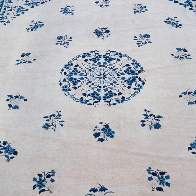 Large Scale Chinese Art Deco Rug in Cream and Navy with Floral Motifs For Sale In New York - Image 6 of 10