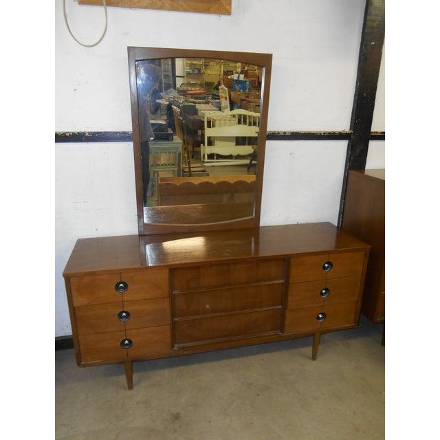 Stanley Furniture 1960s Mid-Century Danish Modern Stanley FinnLine Walnut 5-Drawer Gentleman's Chest For Sale - Image 4 of 5