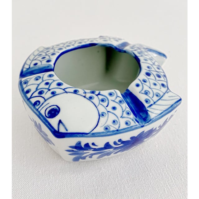 Chinoiserie Vintage Chinoiserie Fish Shape Hand Painted Porcelain Ashtray For Sale - Image 3 of 8