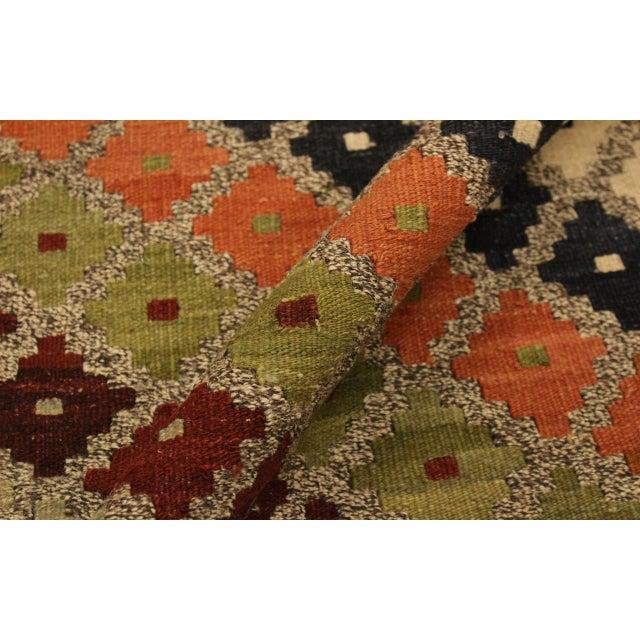 Abstract Tribal Rolanda Gray/Black Hand-Woven Kilim Wool Rug -5'3 X 6'7 For Sale - Image 4 of 8