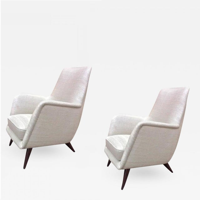 Silk Pair of Extremely Refined Design Pair of Armchairs attributed to Gio Ponti For Sale - Image 7 of 7