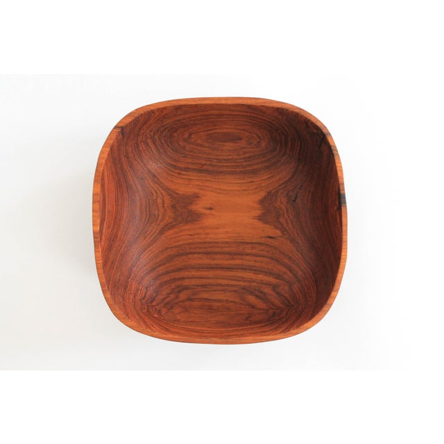 Highly grained teak wood serving bowl made in Thailand.