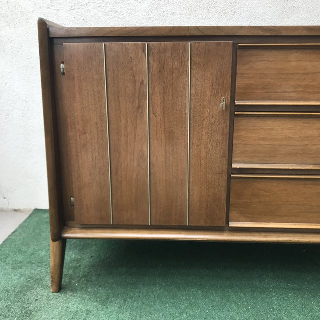 Wood Mid-Century United Furniture 9~Drawer Dresser For Sale - Image 7 of 8