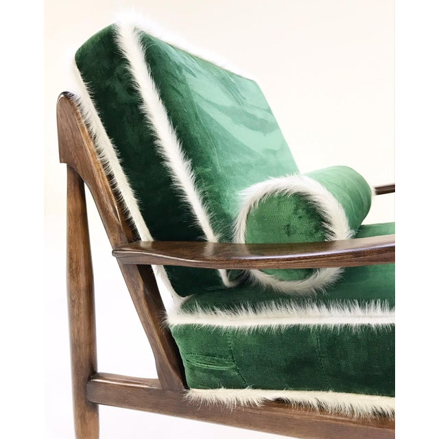 Green Vintage Walnut Lounge Chair Attributed to Finn Juhl Restored in Schumacher's Emerald Green Silk Velvet and Brazilian Cowhide For Sale - Image 8 of 10