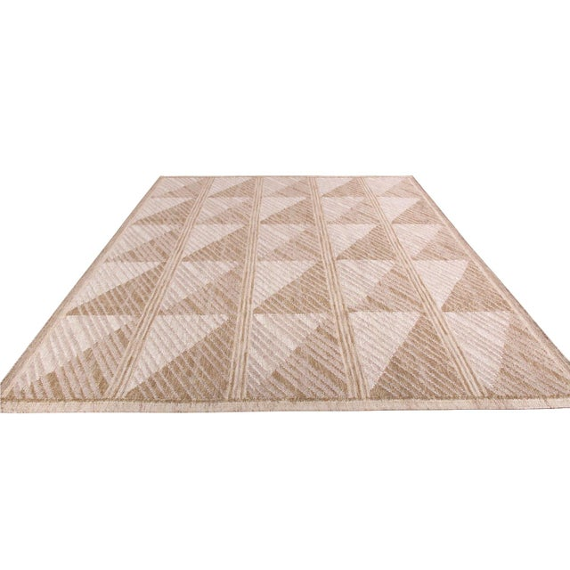 Hand woven in wool with a unique blend of natural undyed yarns, this modern kilim rug hails from the latest flat weave...