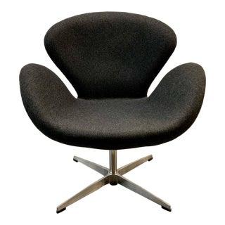 Mid Century Arne Jacobsen Swan Chair for Fritz Hansen For Sale
