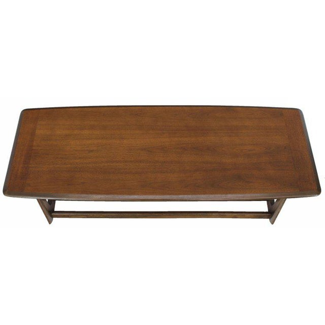 Lane Rounded Rectangle Shape Two-Tier Walnut Coffee Table For Sale In New York - Image 6 of 11