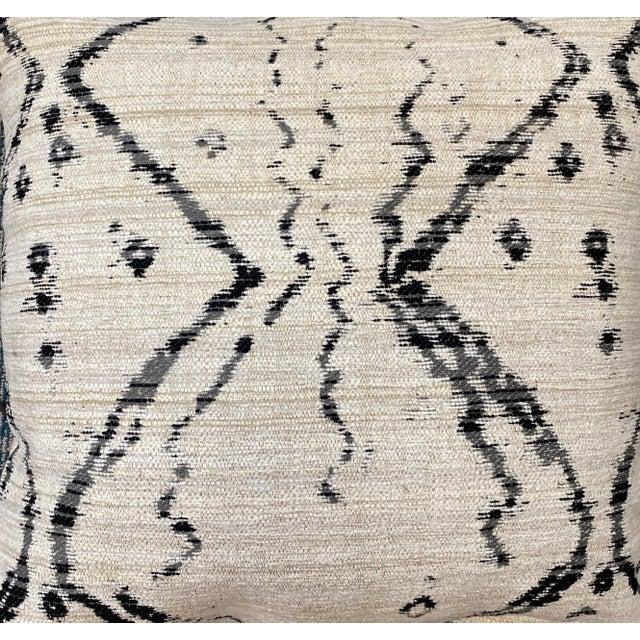 """Kravet Kravet """"Globe Trot"""" in Nero 22"""" Pillows - a Pair For Sale - Image 4 of 6"""