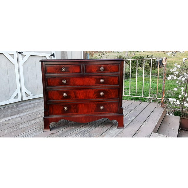 1980s English Georgian Style Banded Flame Mahogany Chest of Drawers For Sale - Image 13 of 13