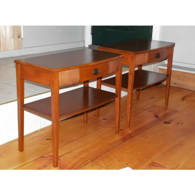 Vintage Pair Traditional Federal Mahogany End Tables Nightstands Mersman Tables For Sale In Providence - Image 6 of 13