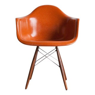 1950s Mid-Century Modern Yam Fiberglass Armchair on Wood Dowel Base