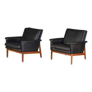 Finn Juhl Model 218 Lowback Lounge Chairs in Teak + Leather - A Pair For Sale