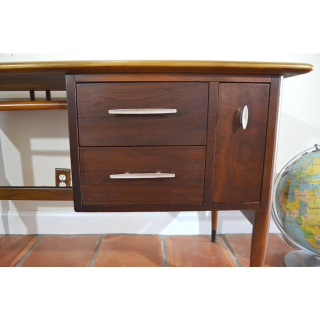 Lane Furniture Mid Century Modern Desk by Lane Acclaim For Sale - Image 4 of 12