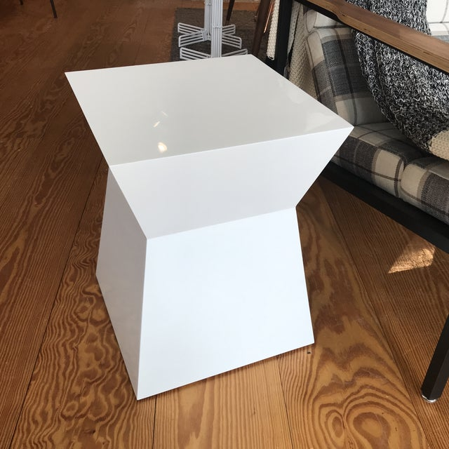 Modern White Gloss Accent Table For Sale - Image 10 of 10