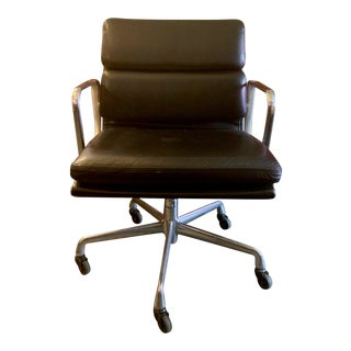 Eames Soft Pad Management Chair by Herman Miller For Sale