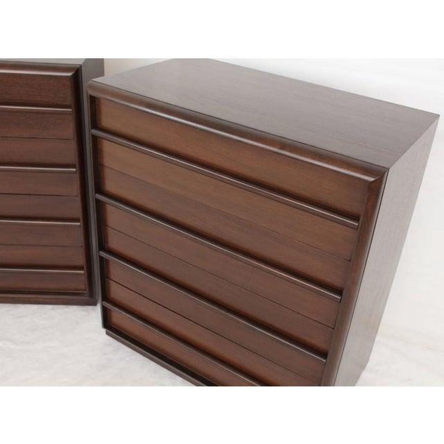 Mid-Century Modern Pair of Robsjohn-Gibbings Bachelor Four Drawer Chests Dressers For Sale - Image 3 of 3