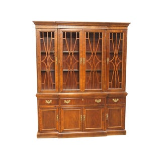 "Bernhardt Chippendale Banded Mahogany 66"" Lighted Breakfront China Cabinet For Sale"
