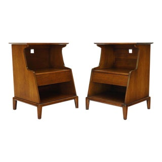 Pair of Henredon Walnut One-Drawer End Tables Nightstands For Sale