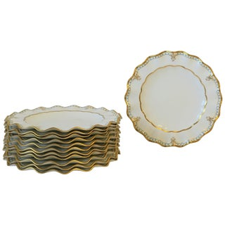 Set of 12 English Royal Crown Derby Dinner Plates in White and Gold For Sale