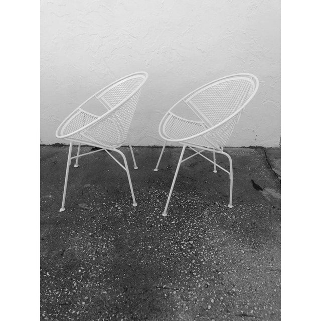 White Tempestini Salterini 4 Radar Hoop Chairs and Cocktail Table - Set of 5 For Sale - Image 8 of 13