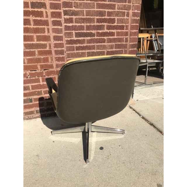 Mid Century Modern Steelcase Tan Leather Swivel Office Chair Newly Upholstered For Sale - Image 4 of 8