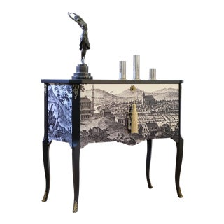 Gustavian Commode With 17th Century Print (DaVinci Collection) For Sale