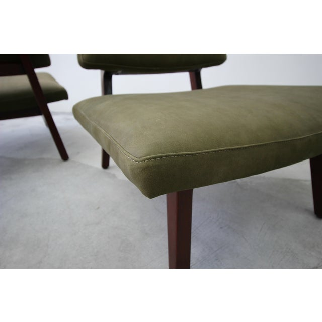 Green Pair of Mid Century Walnut & Leather Slipper Lounge Chairs by Jens Risom For Sale - Image 8 of 9