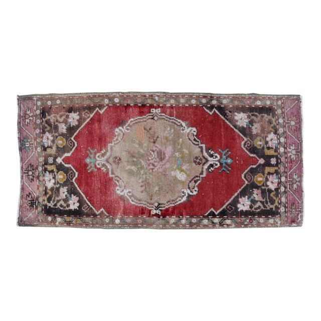 """Early 20th Century Turkish Muted Rose/Pink Accent Rug - 1'9"""" X 3'8"""" For Sale"""