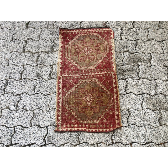 1960s Vintage Red Turkish Handmade Door Mat Rug - 1′6″ × 2′8″ For Sale - Image 5 of 6